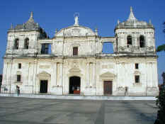 Leon Cathedral.jpg (77334 bytes)