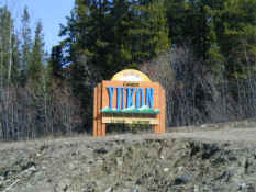 Yukon Welcome.jpg (43780 bytes)