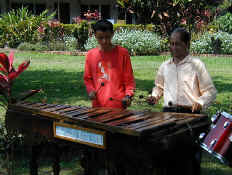 marimba players.jpg (66540 bytes)