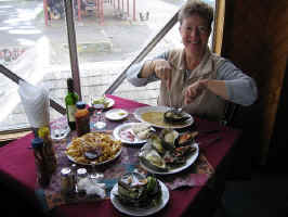 seafood_lunch.jpg (75370 bytes)