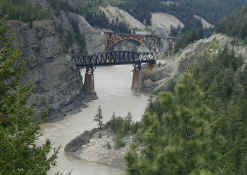 twin train bridges.jpg (90819 bytes)
